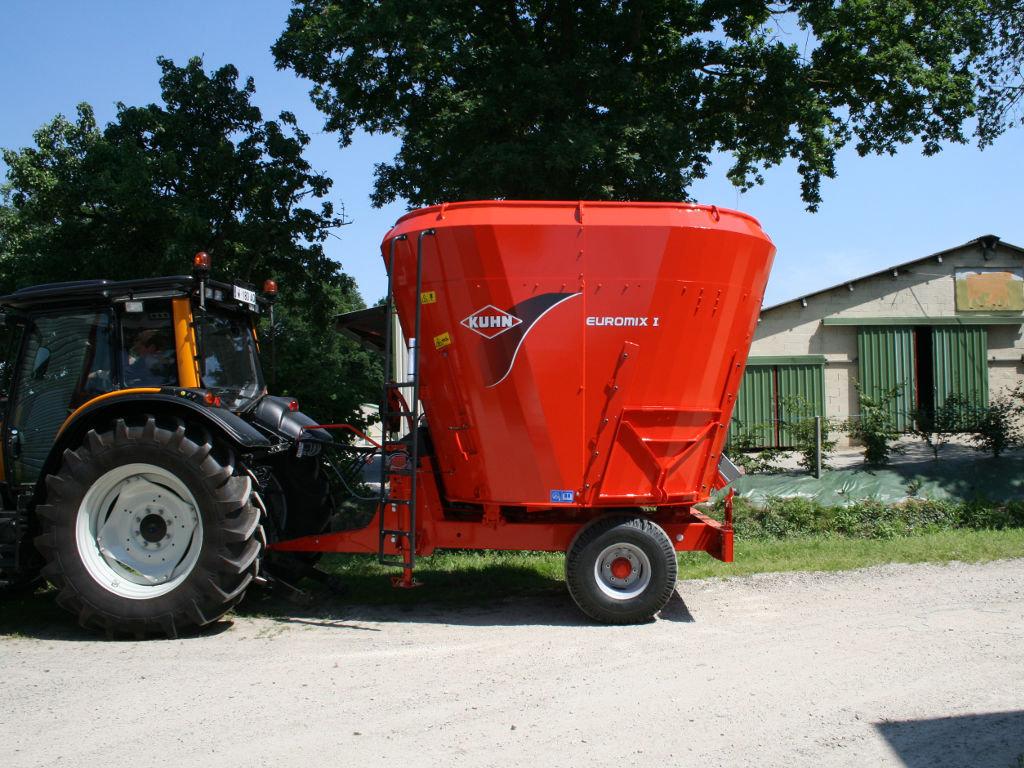 Lopbarības maisītāji - izdalītāji KUHN Euromix I